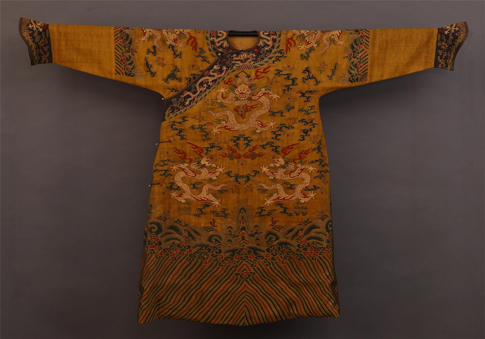 A CHINESE EMBROIDERY DRAGON TMPERIAL ROBE