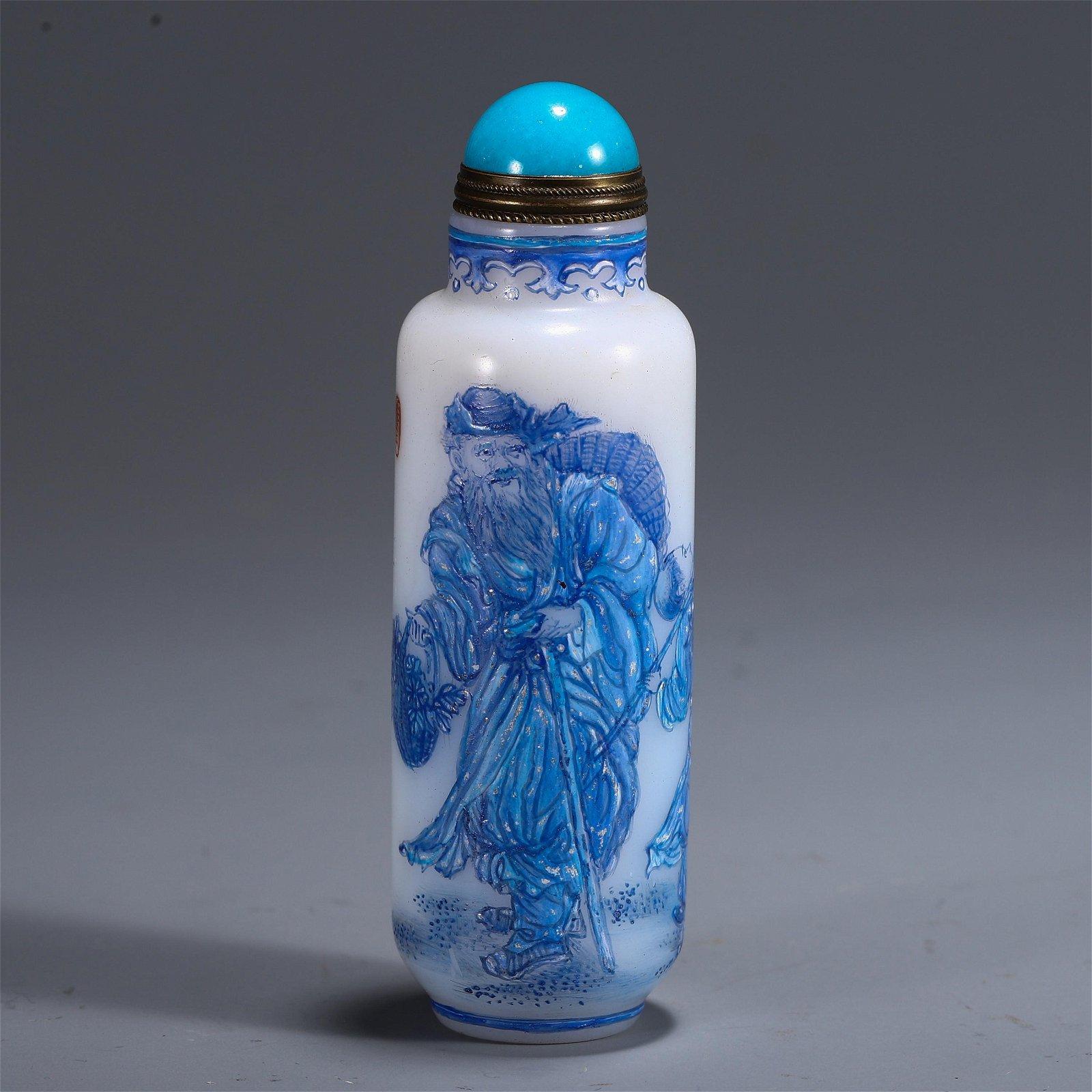 A CHINESE PEKING GLASS FIGURE PATTERN SNUFF BOTTLE