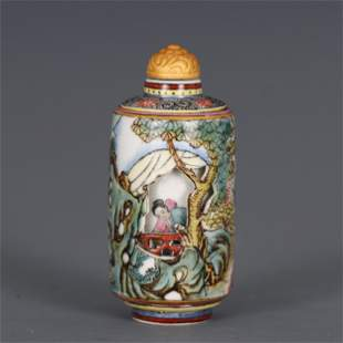 A CHINESE FAMILLE ROSE PORCELAIN SNUFF BOTTLE