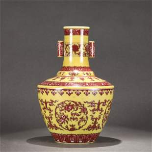 A CHINESE YELLOW AND RED GLAZED PORCELAIN VASE