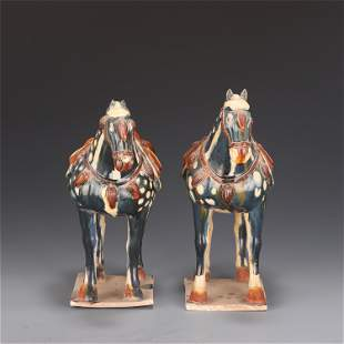 A PAIR OF CHINESE SANCAI PORCELAIN HORSES STATUE