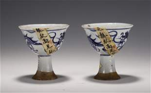 A CHINESE PAIR OF BLUE AND WHITE PORCELAIN CUPS