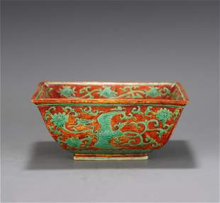 A CHINESE RED GREEN COLOR GLAZED PORCELAIN SQUARE BOWL