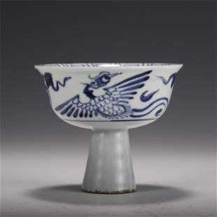 A CHINESE BLUE AND WHITE PORCELAIN STEM CUP