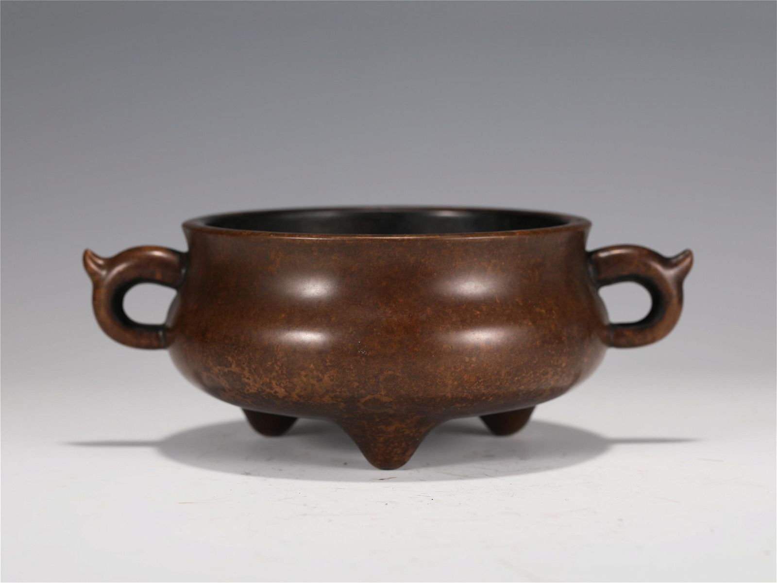 A CHINESE TRIPOD DOUBLE HANDLE BRONZE CENSER