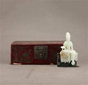 A CHINESE WHITE JADE FIGURE OF GUANYIN BUDDHA SEATED