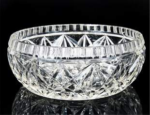 A CHINESE CUT WHITE CRYSTAL FLOWERS PATTERN VASE