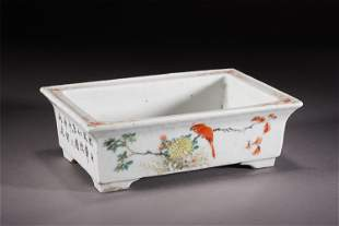 A CHINESE FAMILLE ROSE PORCELAIN FLOWERS AND BIRDS