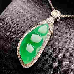 A CHINESE LARGE NATURAL GREEN JAEDITE EANS PENDANT