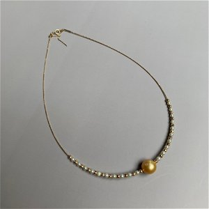 A CHINESE 18 KARAT GOLD PENDANT NECKLACE