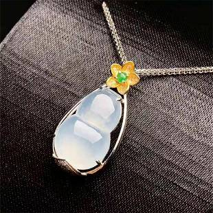 A CHINESE 18 K GOLD CHINESE GOURD JADEITE PENDANT