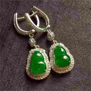 A CHINESE NATURAL JADEITE GOURD EARRINGST