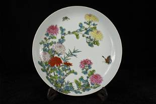 A CHINESE PORCELAIN FAMILLE ROSE FLOWER PLATE