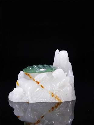 A Chinese Carved Jade Thumb Ring with Box