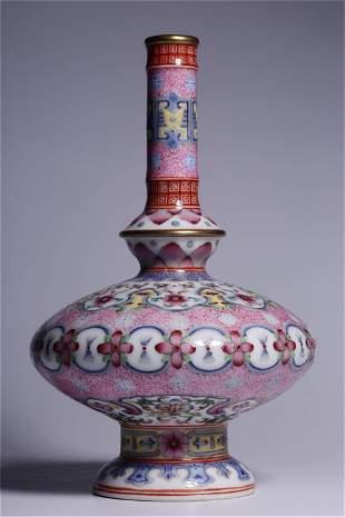 A Chinese Enamel Glazed Porcelain Vase