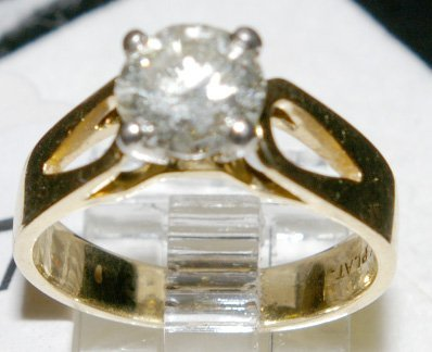 147: Solitaire Diamond Ring set with one full cut round