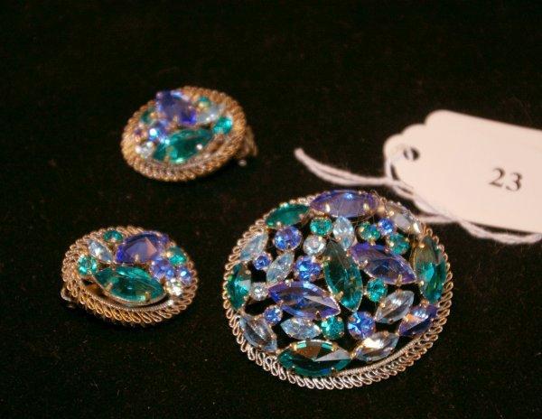 1023: Austrian crystal brooch with earrings