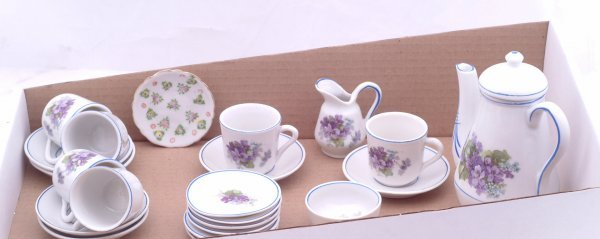 19: Unmarked porcelain child's tea service for six