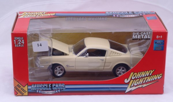 1014: Johnny Lightning - Muscle Car Collection 1965 Mus