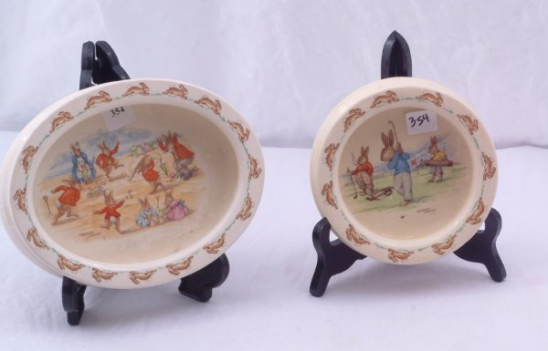 1354: Pair of Bunnykin Royal Doulton dishes, golfers an