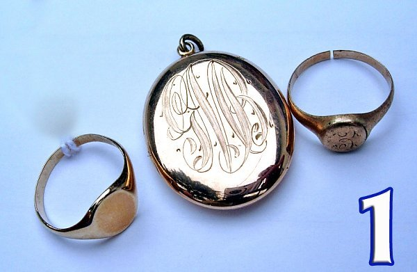 1001: Ladies 10 kt. Signet Rings and a Locket