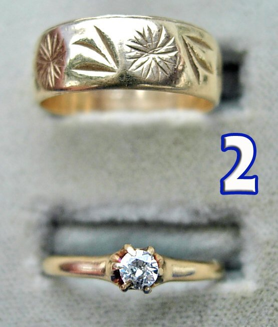 1002: Ladies 10 kt. Gold Wedding Band and Solitaire Dia