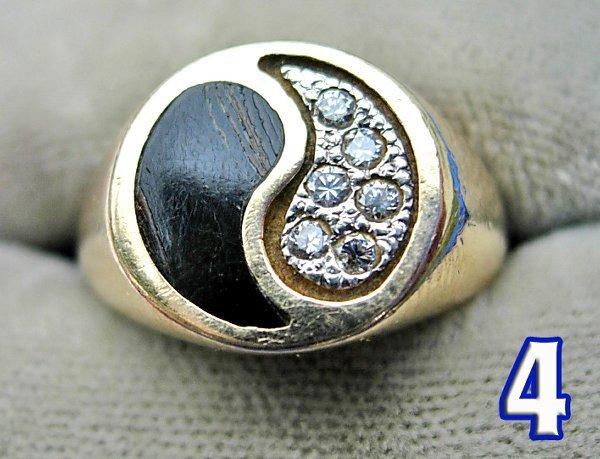 1004: Ladies 14 kt. Gold Signet Ring