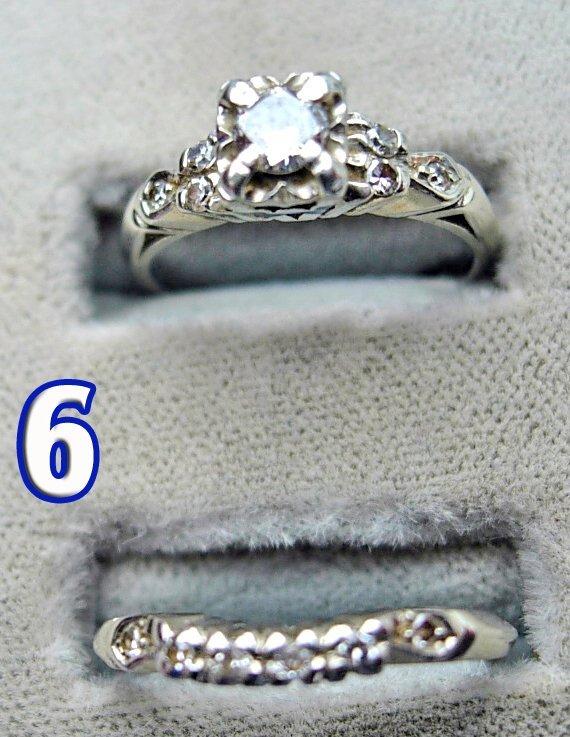 1006: 2 Ladies 18 k Gold Diamond Rings