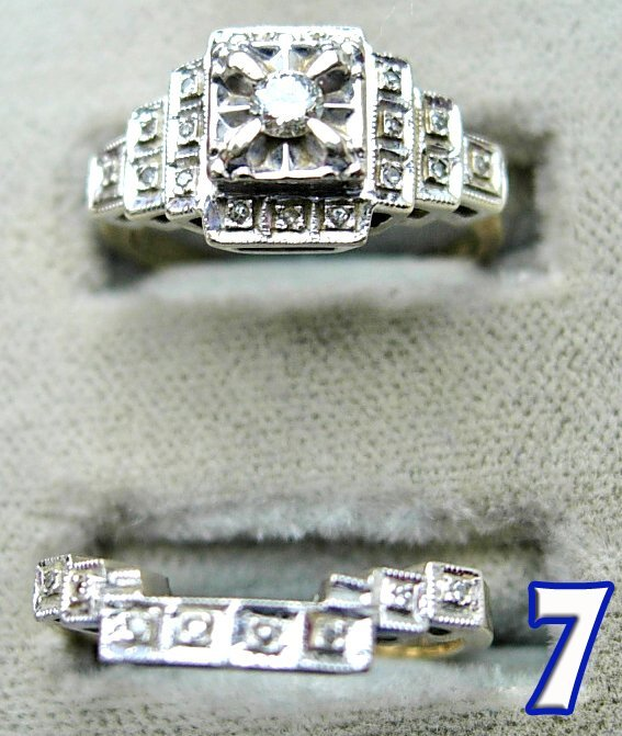 1007: 2 Ladies 14 k Gold Diamond Rings