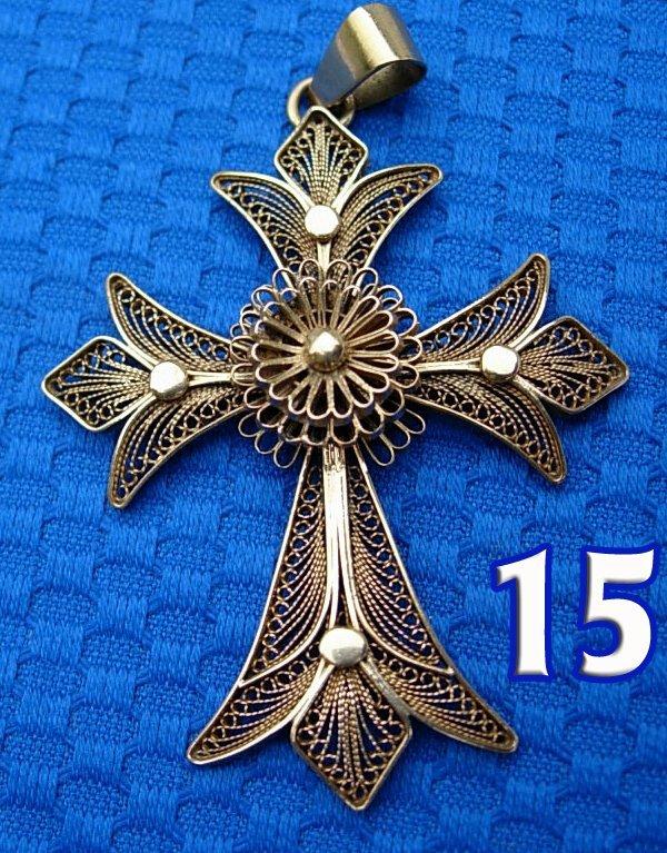1015: 18 kt. Yellow Gold Filagree Cross