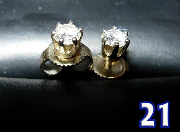 1021: A Pair of Diamond Earrings