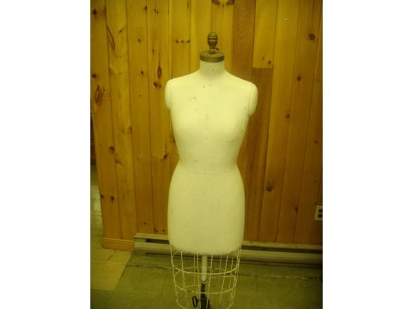 1015: Dress Makers Mannequin