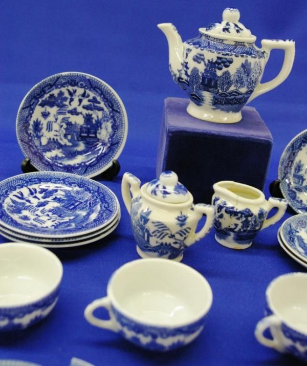 14: Blue Willow Toy Tea Set - 2
