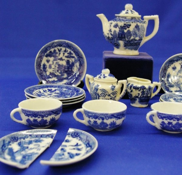 14: Blue Willow Toy Tea Set - 3