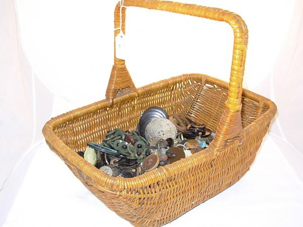 1007: Wicker basket with a collection of buttons