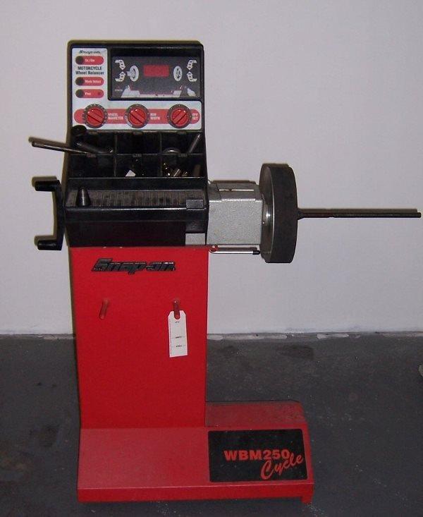 4004: Snap-On Motorcycle Wheel Balancing Machine