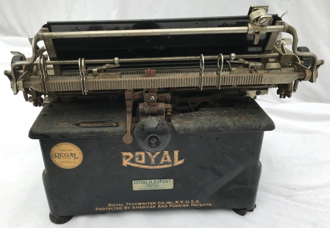 Vintage Royal Typewriter - 5