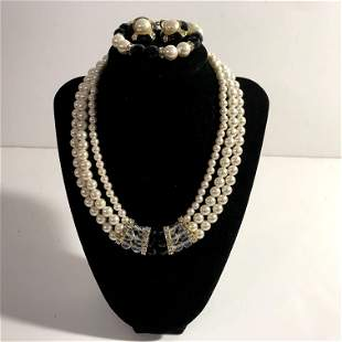 Vintage 3 Strand Faux Pearl Necklace Black Clear