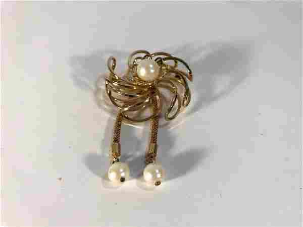 Vintage Gold Tone Pearl Brooch Flower.