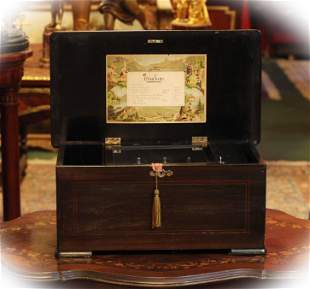 Antique wooden music box with 8 melodies