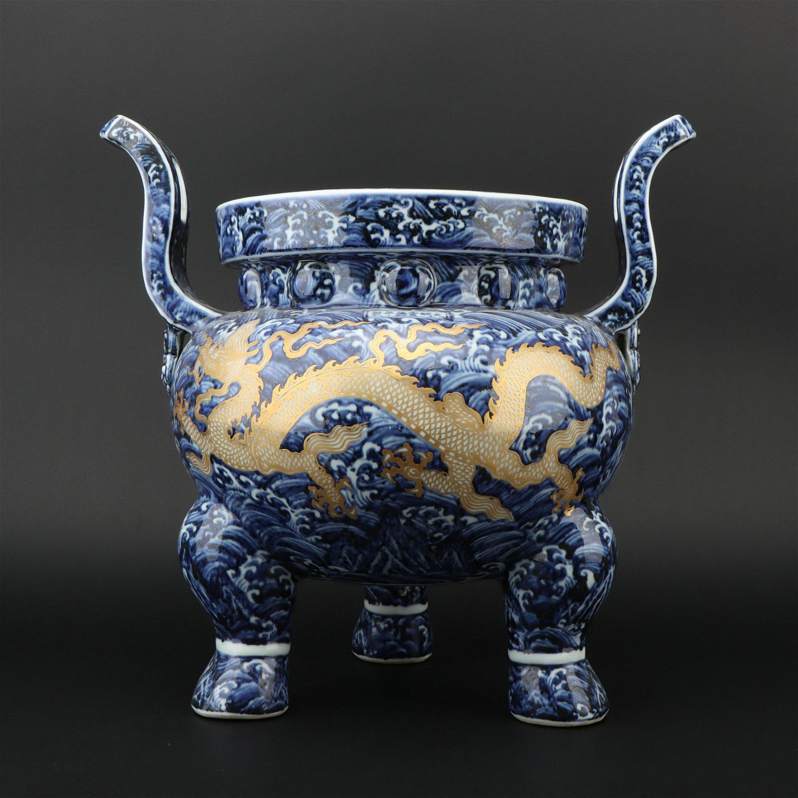 A blue and white 'yellow dragon' censer,Ming dynasty