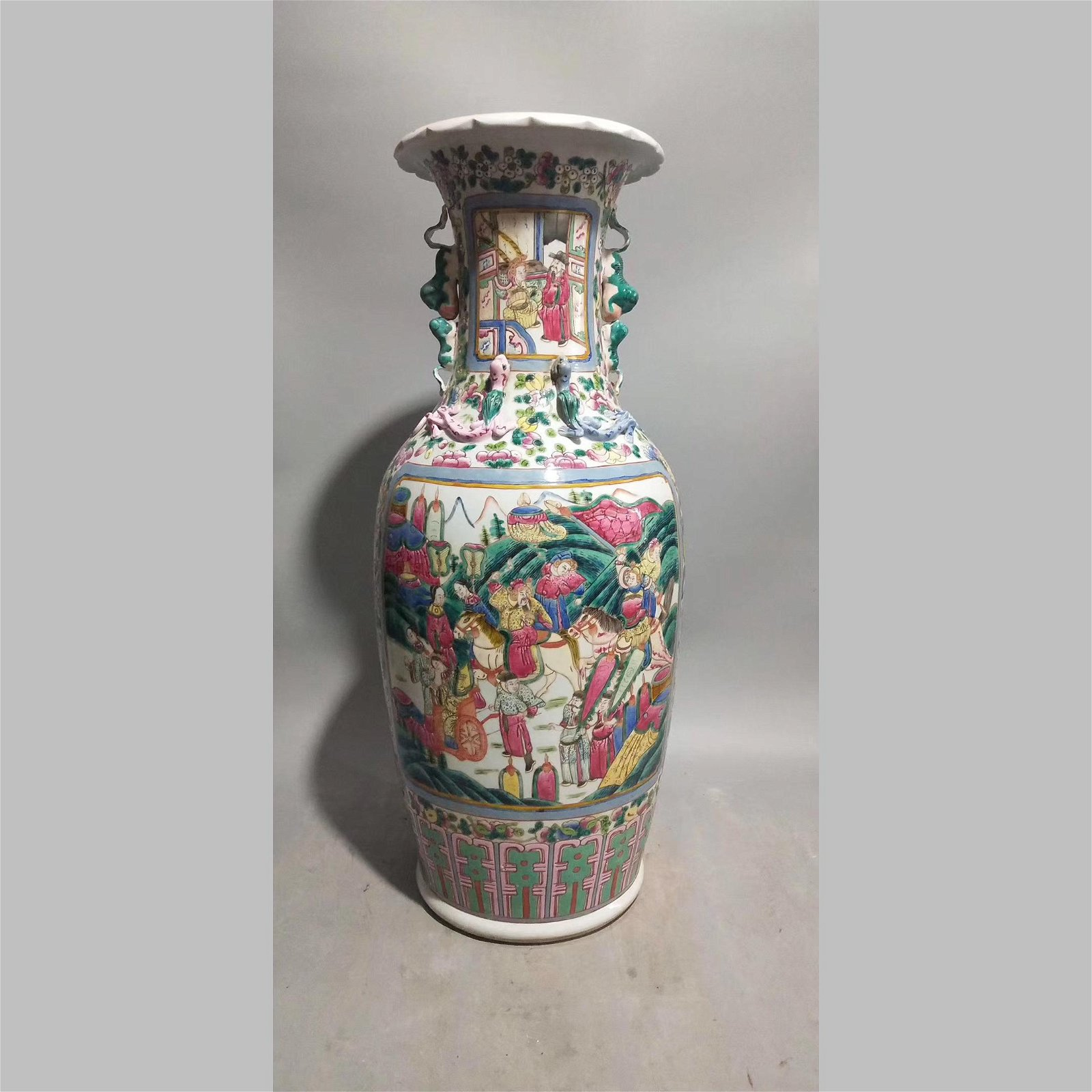 China,19C. A pair of porcelain vase.