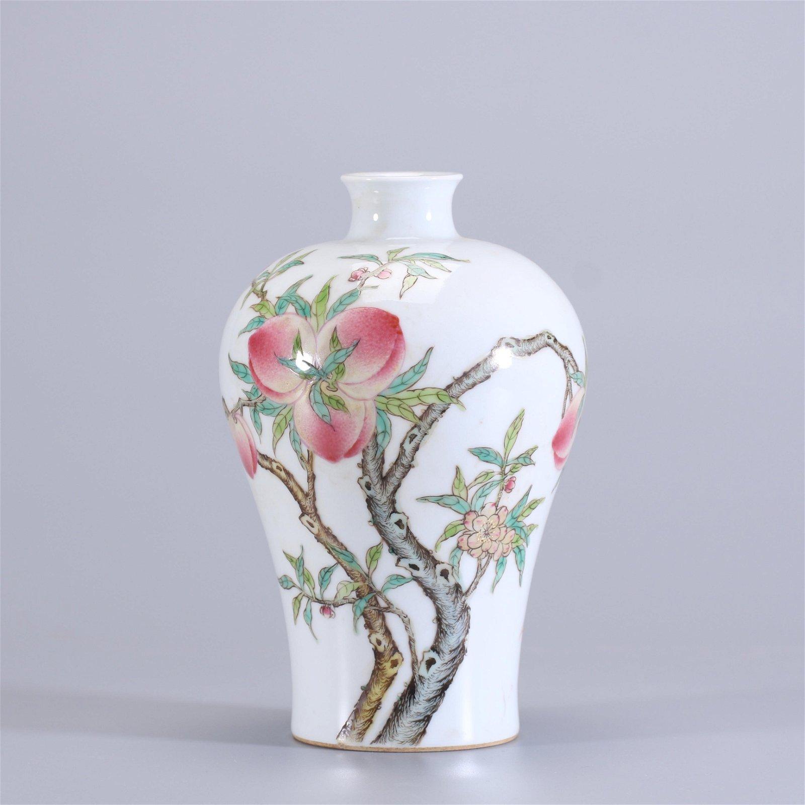 China, 19C., a porcelain vase.