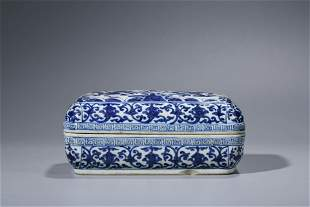 A CHINESE PORCELAIN BLUE AND WHITE  DRAGON BOX AND