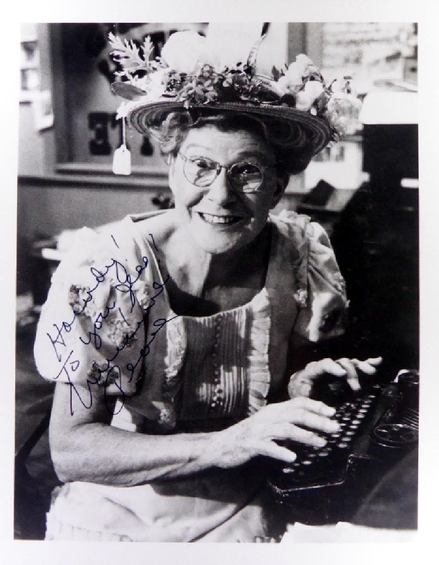 Country Comic MINNIE PEARL - Photo Signed