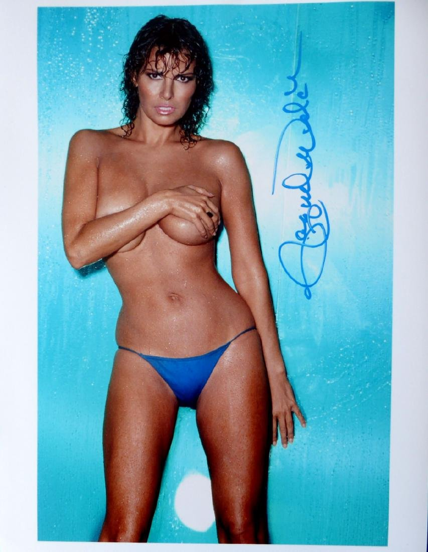 Actress RAQUEL WELCH -Sexy Photo Signed