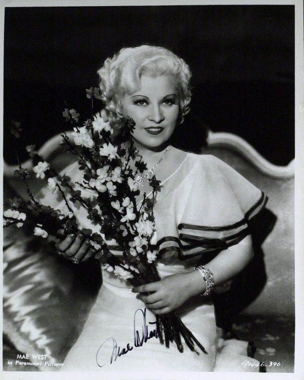 531: Sultry Actress MAE WEST - Vintage Photo Signed
