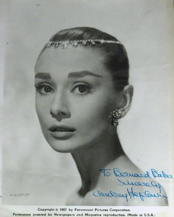 563: Elegant Actress AUDREY HEPBURN - Photo Signed