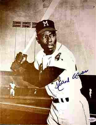 Baseball Great HANK AARON Signed Photo