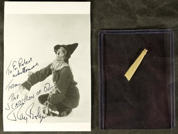 629: Scarecrow RAY BOLGER -Signed Photo & Costume Straw